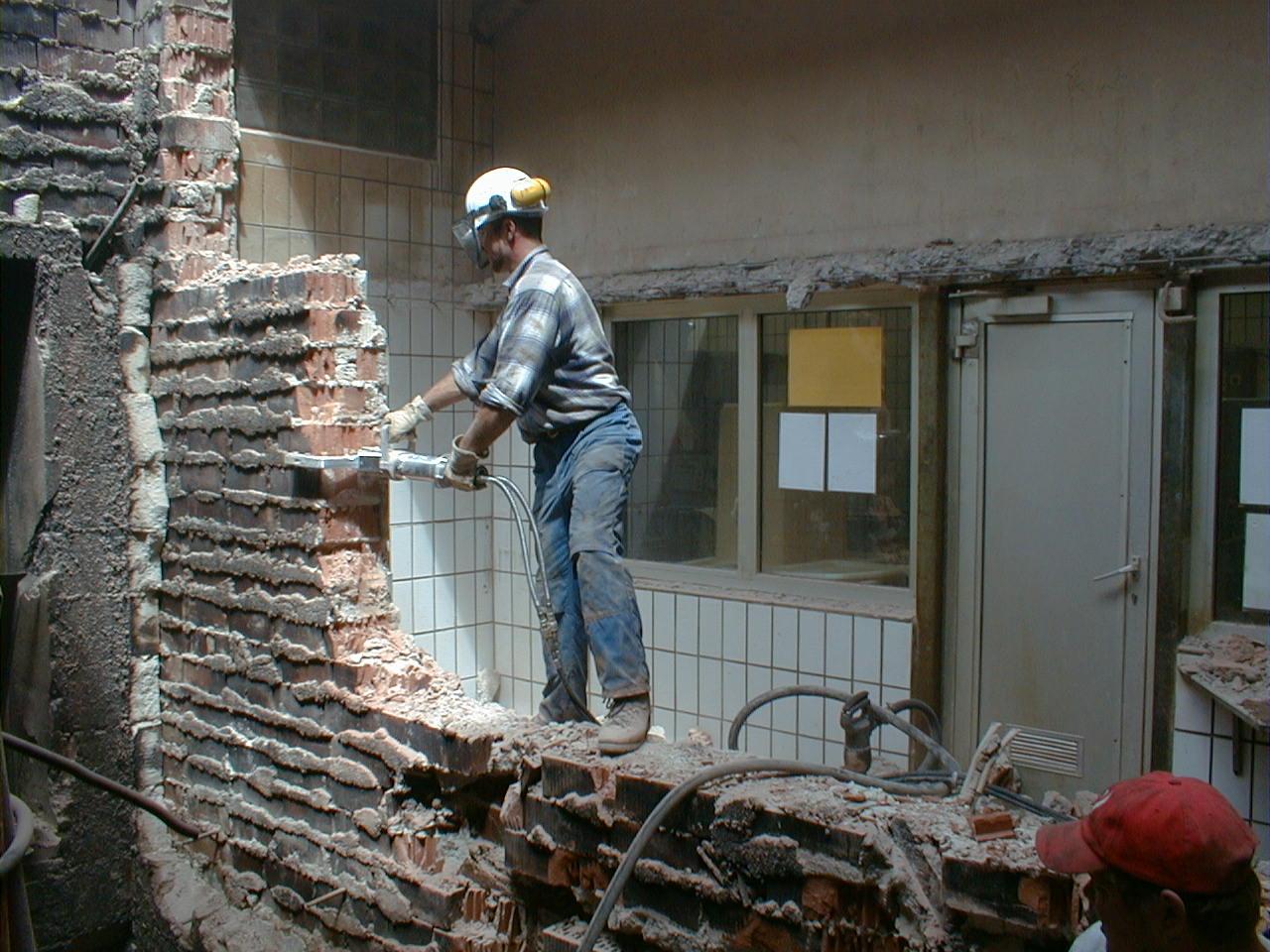 Демонтаж любой стены